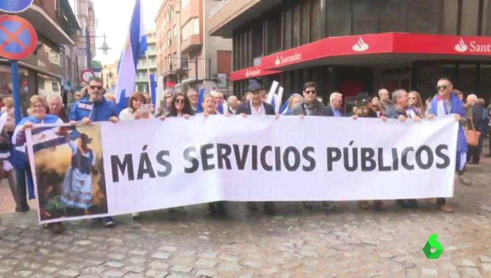 Concentración en Talavera para reclamar más servicios públicos