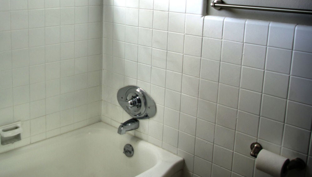 Las condiciones de luz, humedad y temperatura del cuarto de baño son idóneas para el moho
