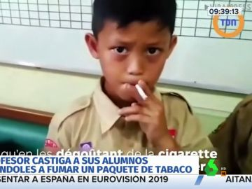 Obliga a sus alumnos a fumar un paquete de tabaco