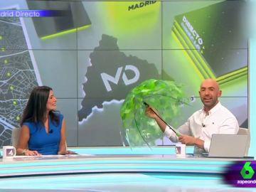 El día que dos presentadores desafiaron a la mala suerte abriendo un paraguas