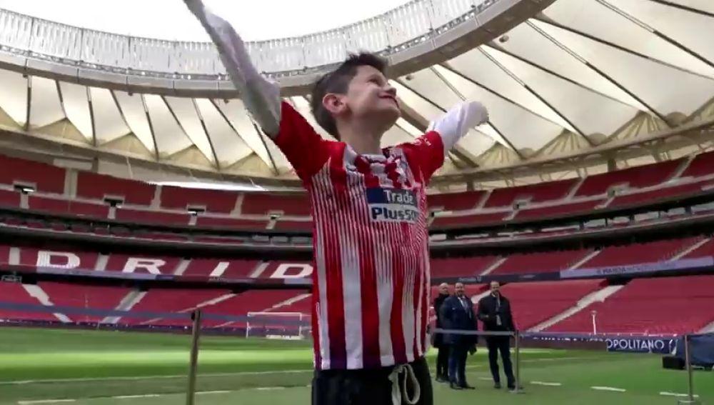 El Atlético de Madrid cumple el sueño del pequeño Manu, el niño que conmovió a Griezmann