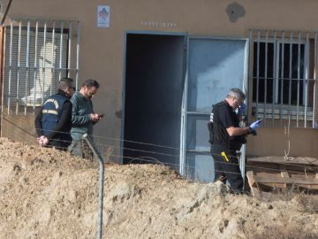 Los Tedax inspeccionan la pirotecnia de Guadix para aclarar las causas del suceso