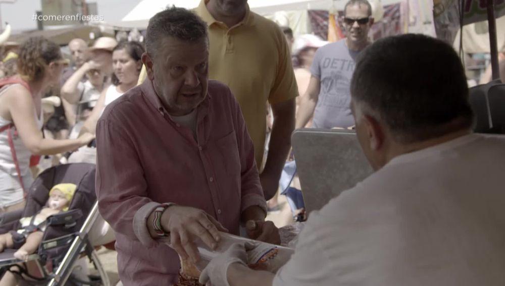 El 'zasca' de Chicote al dueño de un puesto de bocadillos que vende producto en mal estado