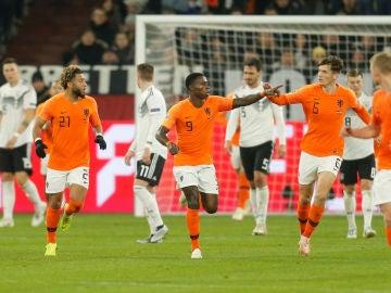 Promes celebra su gol contra Alemania