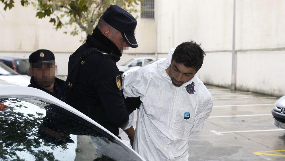 Rafael Pantoja, presunto asesino de Sacramento Roca, llegando a los juzgados de Palma.