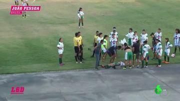 Una jugadora sufre un ataque epiléptico en mitad del partido y la ambulancia tarda más de media hora en llegar