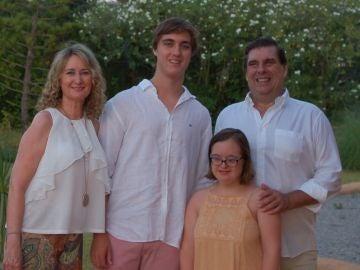 Blanca y su familia denuncian discriminación por parte de la comunidad de vecinos