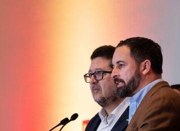 El presidente de Vox, Santiago Abascal, y el candidato a la presidencia de la Junta de Andalucía, Francisco Serrano