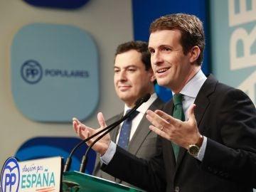 El presidente del PP, Pablo Casado, junto al candidato del PP a la Junta, Juanma Moreno