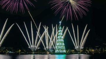 El árbol de Navidad flotante más grande del mundo, en Río de Janeiro