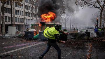 Un manifestante de los autodenominados 'chalecos amarillos'