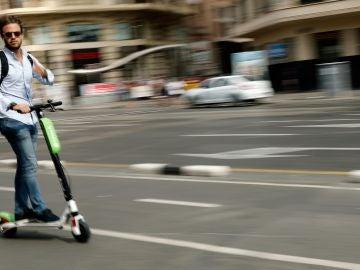 Usuario de los patinetes eléctricos