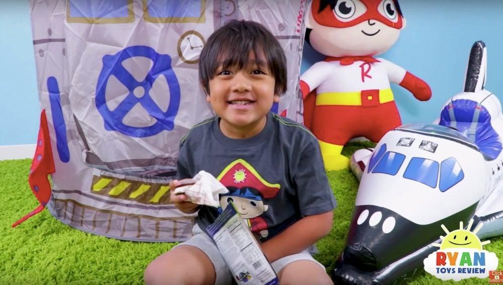 El éxito del pequeño Ryan le ha permitido lanzar su propia línea de juguetes coleccionables en Walmart