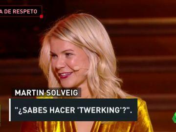 Le preguntaron a la ganadora del Balón de Oro si sabía bailar 'twerk' tras recoger el premio