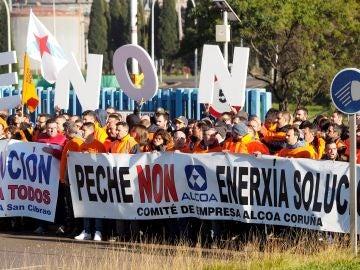 Trabajadores de Alcoa se desplazan a San Cibrao (Lugo) para protestar contra el Expediente de Regulación de Empleo (ERE) de la empresa