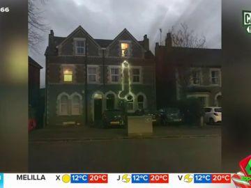 Así es la polémica decoración navideña de un piso de estudiantes que escandaliza a sus vecinos