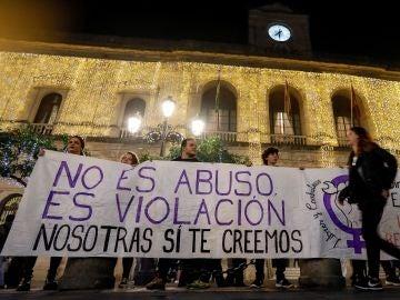 Concentraciones para apoyar a la víctima de 'La Manada'
