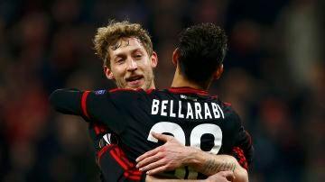 Stefan Kiessling abraza a Bellarabi