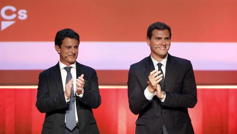 ¿Cuánto mide Manuel Valls? - Real height 58