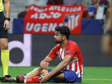 Diego Costa se duele en el suelo