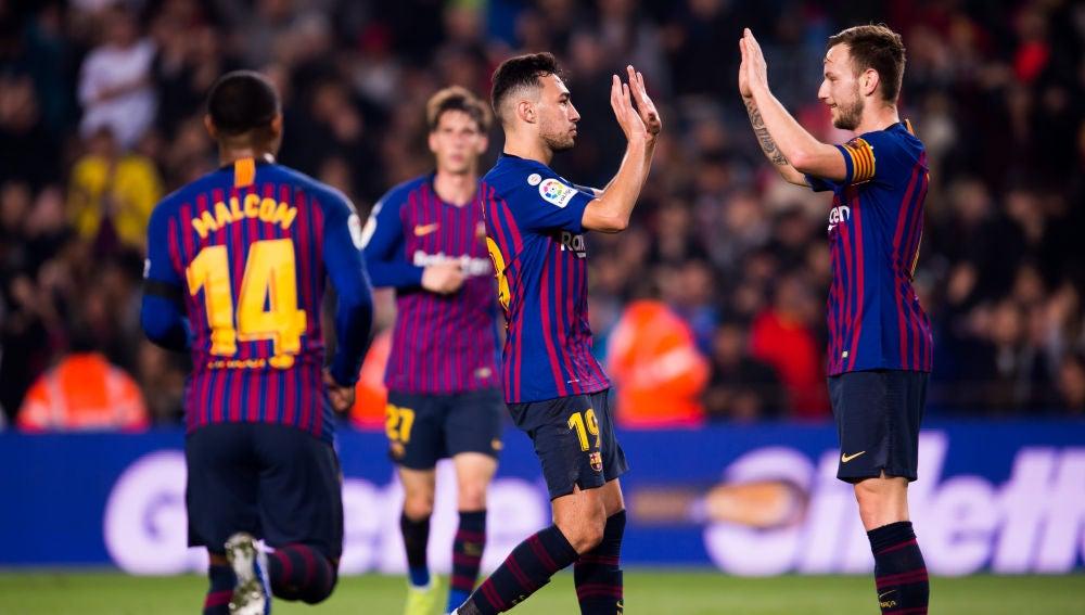 Los jugadores del Barça celebran el gol en el Camp Nou