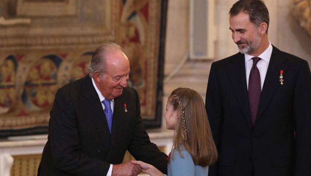 El Rey emérito Juan Carlos I, la princesa de Asturias, Leonor de Borbón, y el Rey Felipe VI