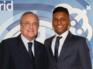 Florentino Pérez y Rodrygo, en el Bernabéu