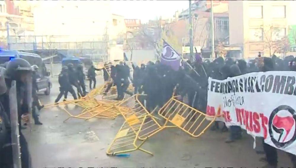 Enfrentamientos entre mossos y manifestantes en Girona