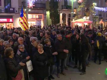 Colectivos antifascistas protestan en Terrasa por las actuaciones policiales frente a manifestantes contra un acto de VOX