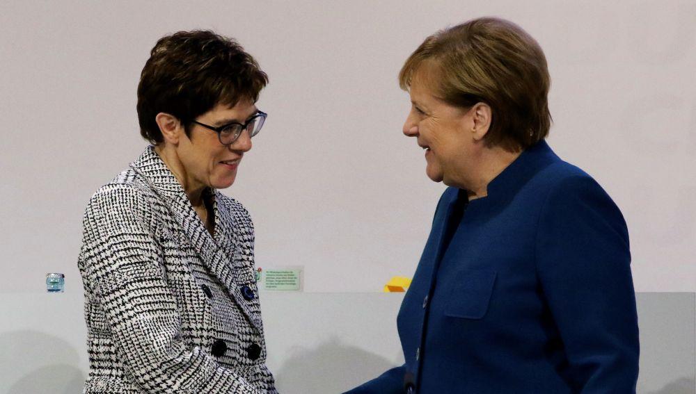 Kramp-Karrenbauer y Angela Merkel