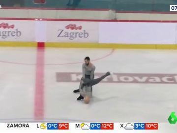Las impactantes imágenes de la caída de una patinadora artística que casi se desnuca contra la pista de hielo