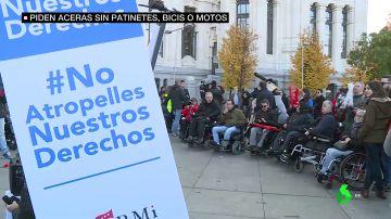 Personas con discapacidad denuncian el peligro que suponen los patinetes eléctricos y piden una normativa que regule su uso