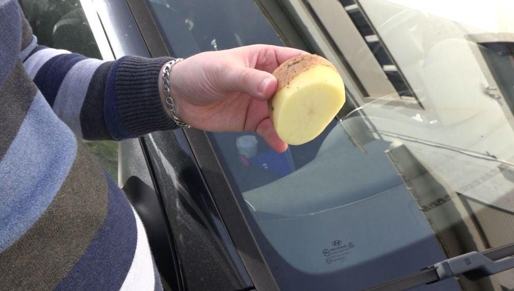 Una patata para evitar que se empañen los cristales