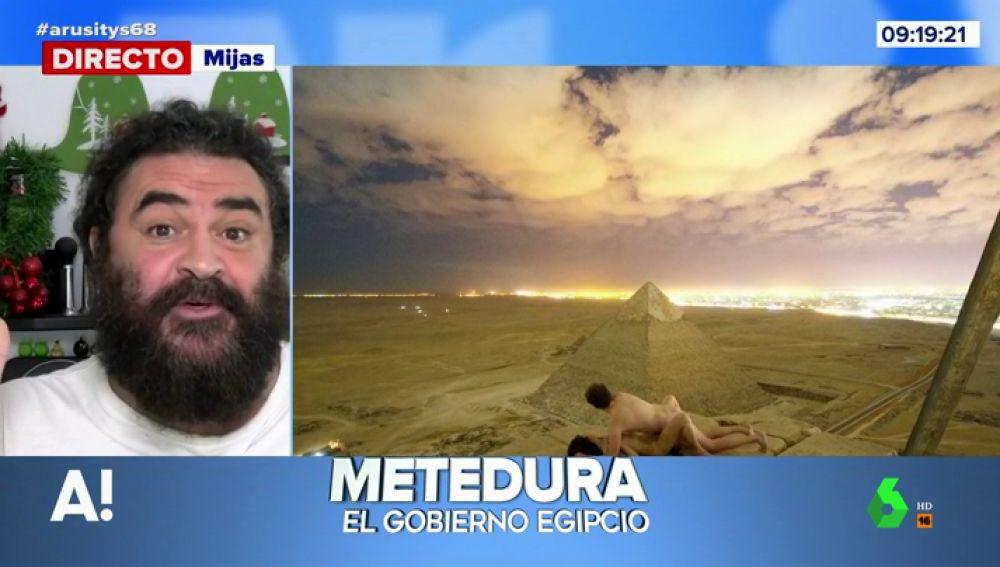 """El análisis de El Sevilla sobre el """"calentón"""" de una pareja practicando sexo en la cima de una pirámide de Guiza"""