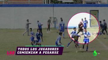 Batalla campal en un partido de cadetes en Argentina tras la agresión de un jugador al árbitro