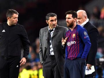 Valverde da indicaciones a Messi en el partido contra el Tottenham