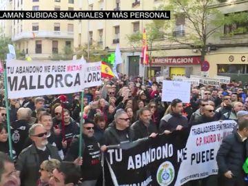 Los funcionarios de prisiones llevan su protesta a las puertas de Interior: estas son sus reivindicaciones