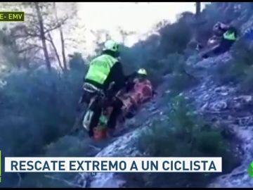 Rescate extremo de un ciclista accidentado en un barranco