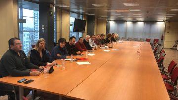 Sindicatos de los Mossos en una sala de la Conselleria de Interior.