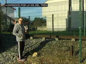 Divididos por la vía del tren: los vecinos de Narón tienen que caminar un kilómetro para cruzar de una parte del pueblo a otra