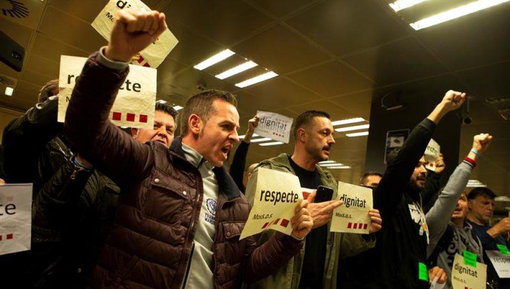 Concentración de miembros de sindicatos de Mossos d'Esquadra