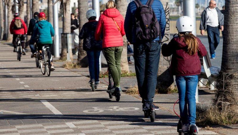 Usuarios de patinetes eléctricos por Barcelona