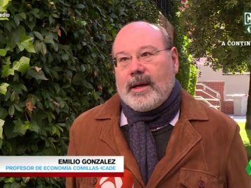 """Emilio González, profesor de economía: """" La solución al descenso de la natalidad pasa por ayudar a la mujer a conciliar la vida laboral"""""""