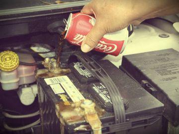 Refresco de cola en la batería