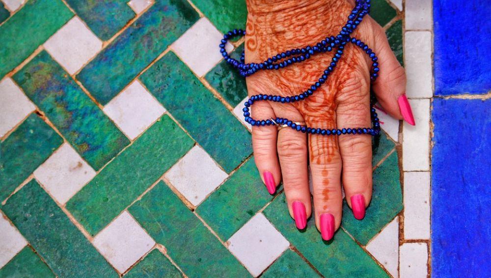 Mano de una mujer marroquí