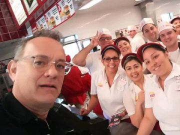 Tom Hanks en la hamburguesería