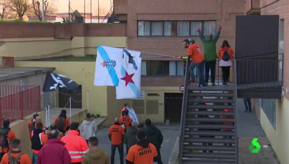 VÍDEO REEMPLAZO - Los trabajadores de Alcoa logran una prórroga de 15 días para negociar el ERE de casi 700 puestos