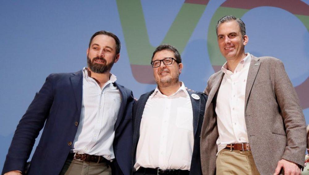 Santiago Abascal, Javier Ortega Smith y el cabeza de lista por Sevilla, Francisco Serrano