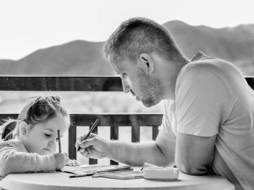 Una hija modela el comportamiento y la forma de pensar entre los hombres