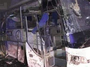 Imagen del autobús destrozado por la bomba en Giza